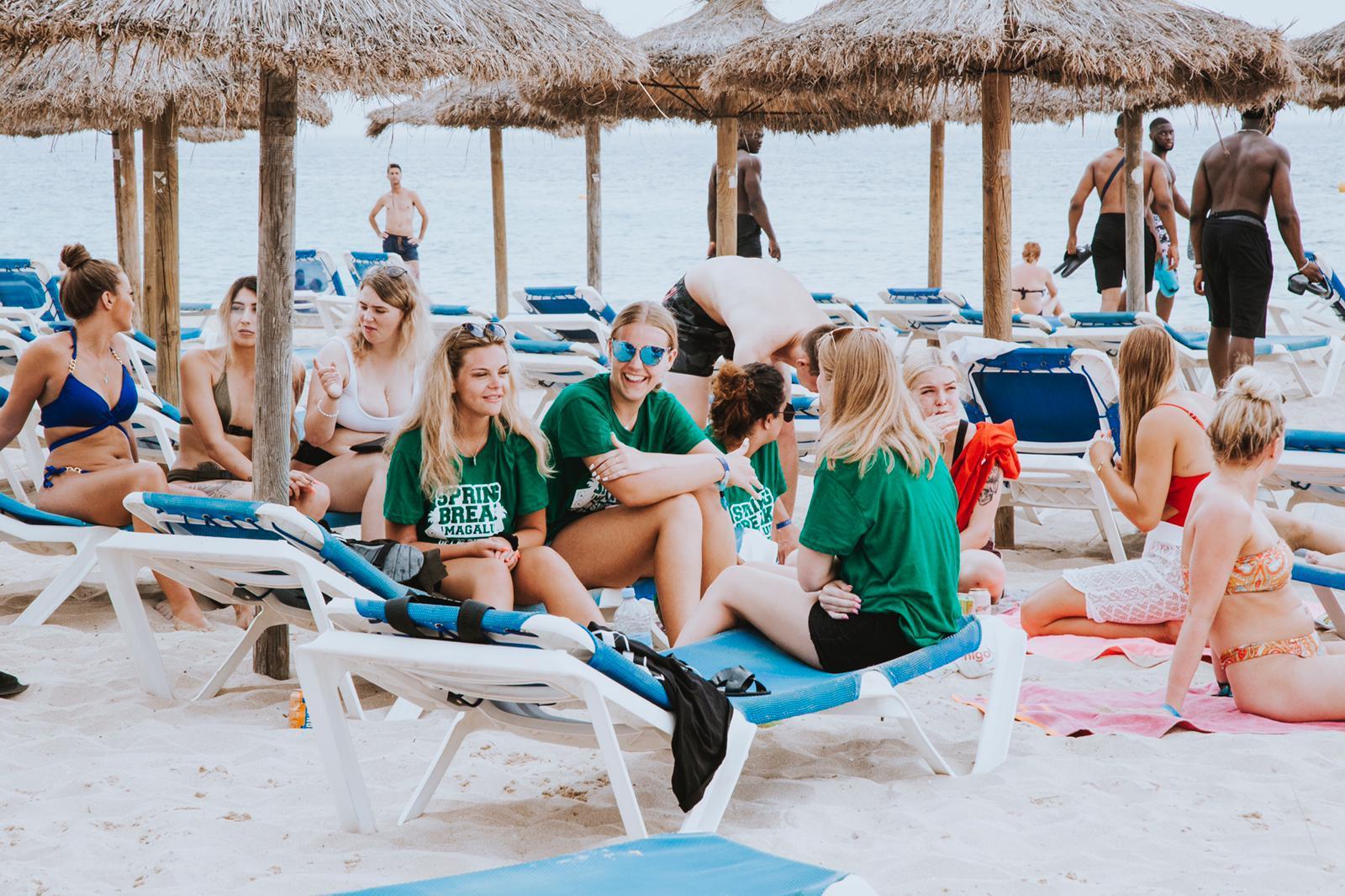 summer jobs abroad - spring break workers
